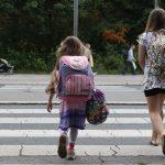 deca-prelaze-ulicu