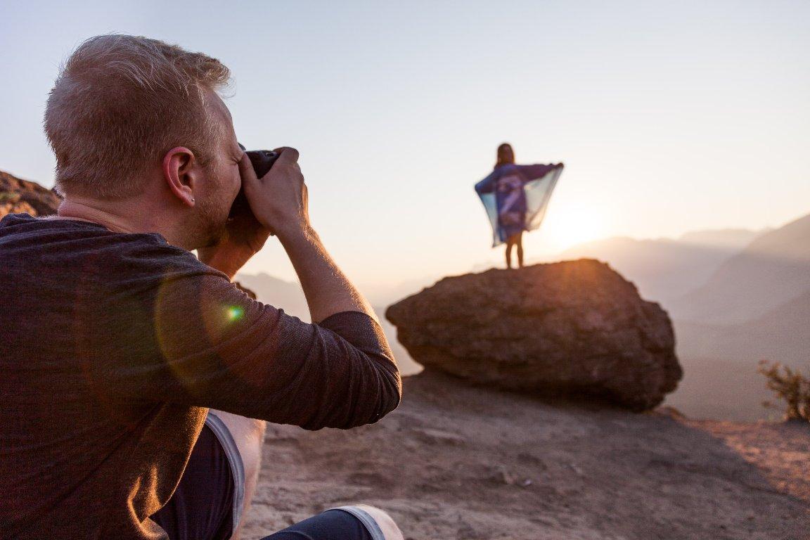PORODICA TRAŽI FOTOGRAFA KOJI BI IH PRATIO NA PUTOVANjIMA. ZARADA ODLIČNA, SVI TROŠKOVI PLAĆENI