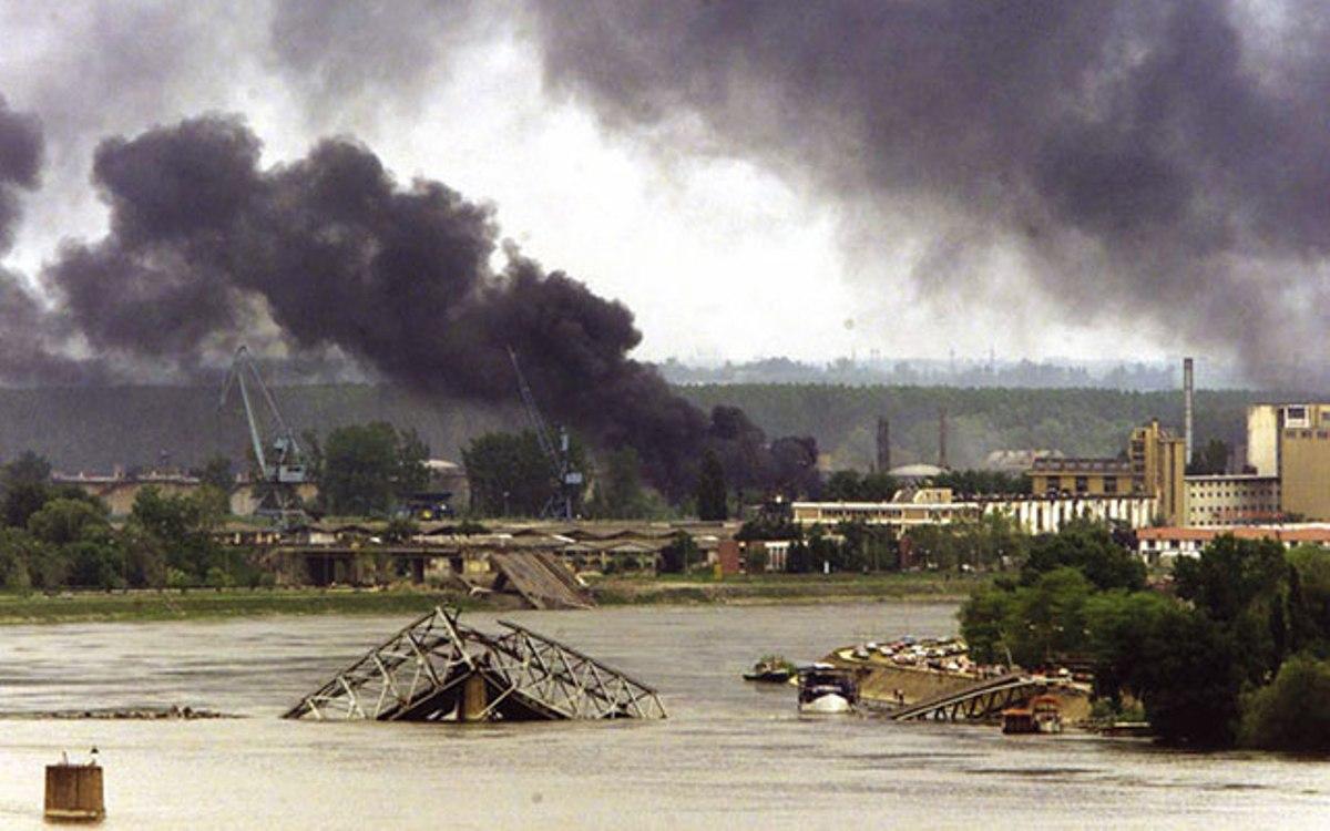 IZLOŽBA FOTOGRAFJA O BOMBARDOVANjU NOVOG SADA 1999. GODINE