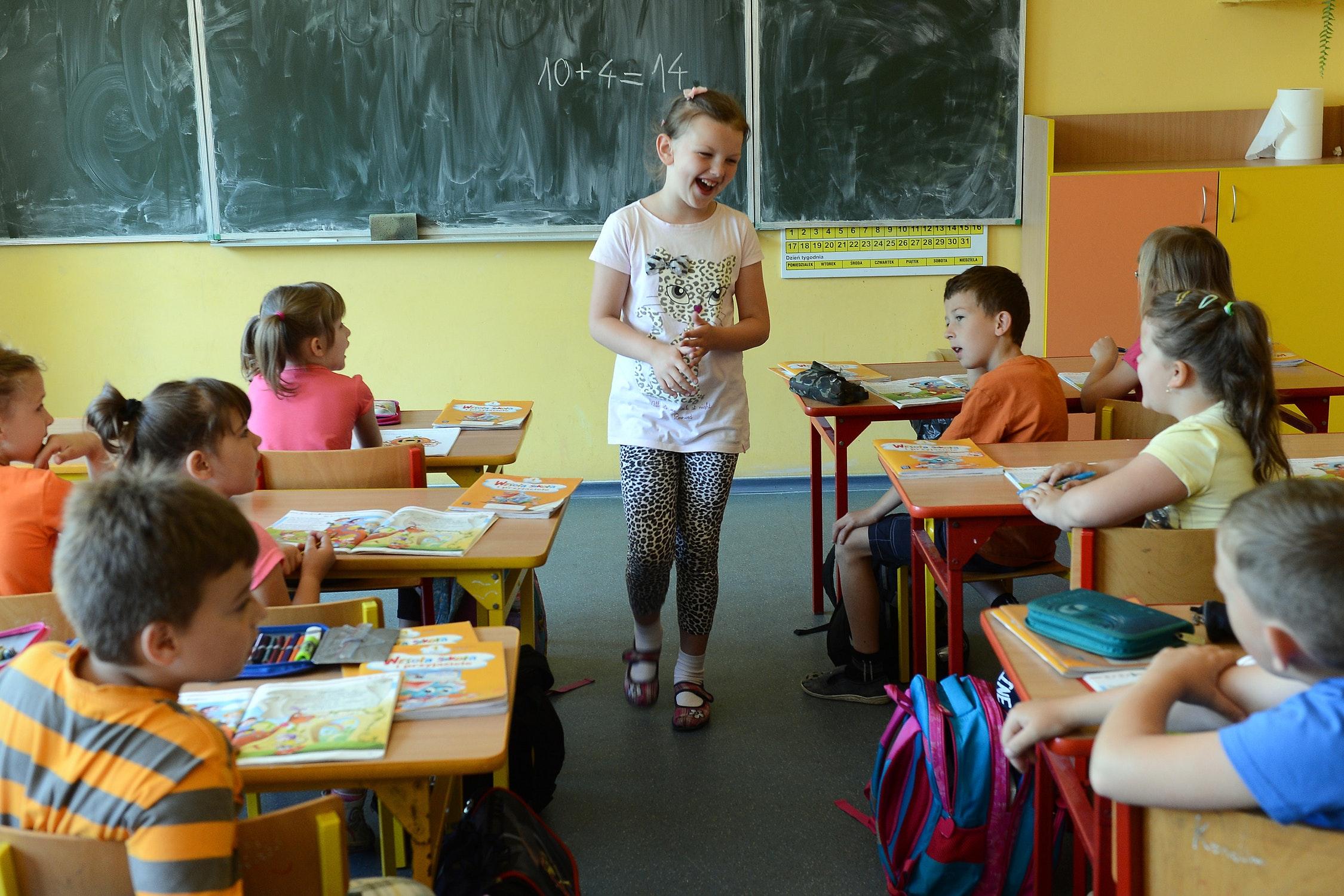 """U DVE POLjSKE ŠKOLE ZABRANJENO """"KUKANjE"""" I PESIMIZAM"""