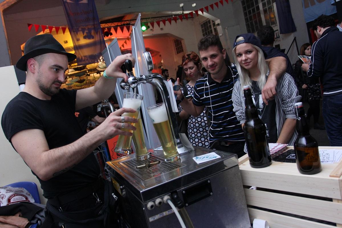 Kupovina piva na festivalu vrši se isključivo festivalskim novcem